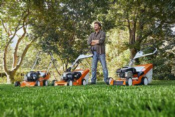Kako urediti travnjak? Započnite s odabirom kvalitetne kosilice