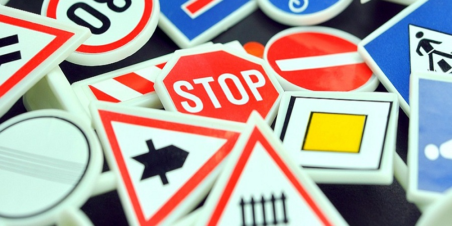 Prometna pravila i znakovi, autoškola
