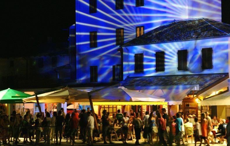 Festival:  Zvizde, sviće i ferali
