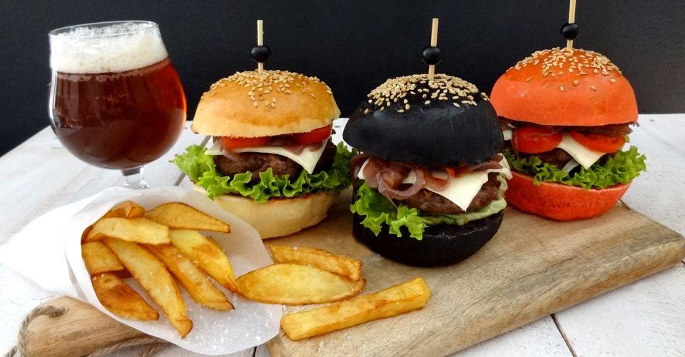 Ovaj fast food u Poreču oduševljava ponudom burgera u boji!