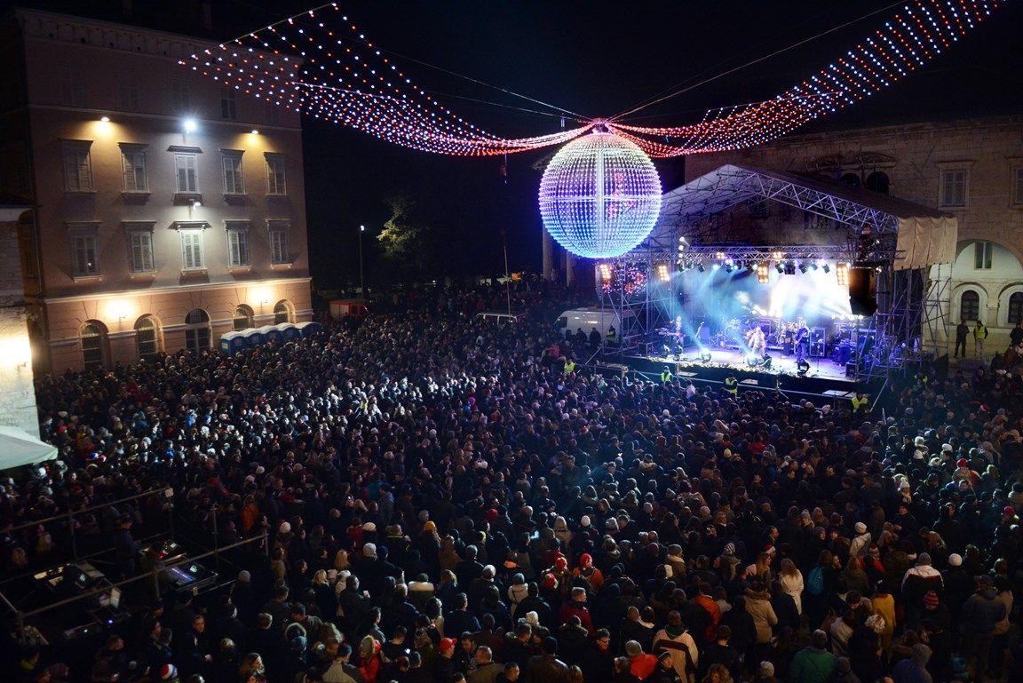 Puljani na Forumu u Novu godinu uz Prljavo kazalište