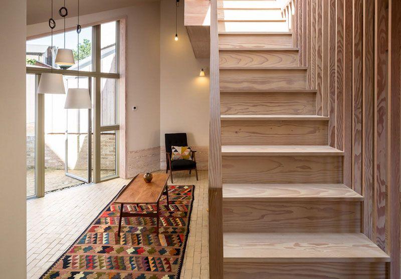 Trebam ponudu za izradu unutarnjih drvenih stepenica