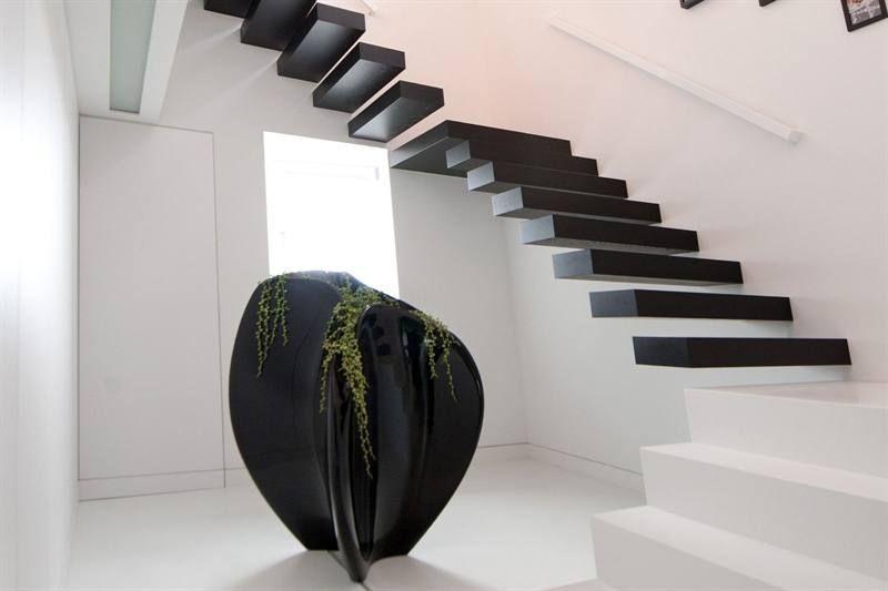 Trebam ponudu za  lebdeće  stepenice