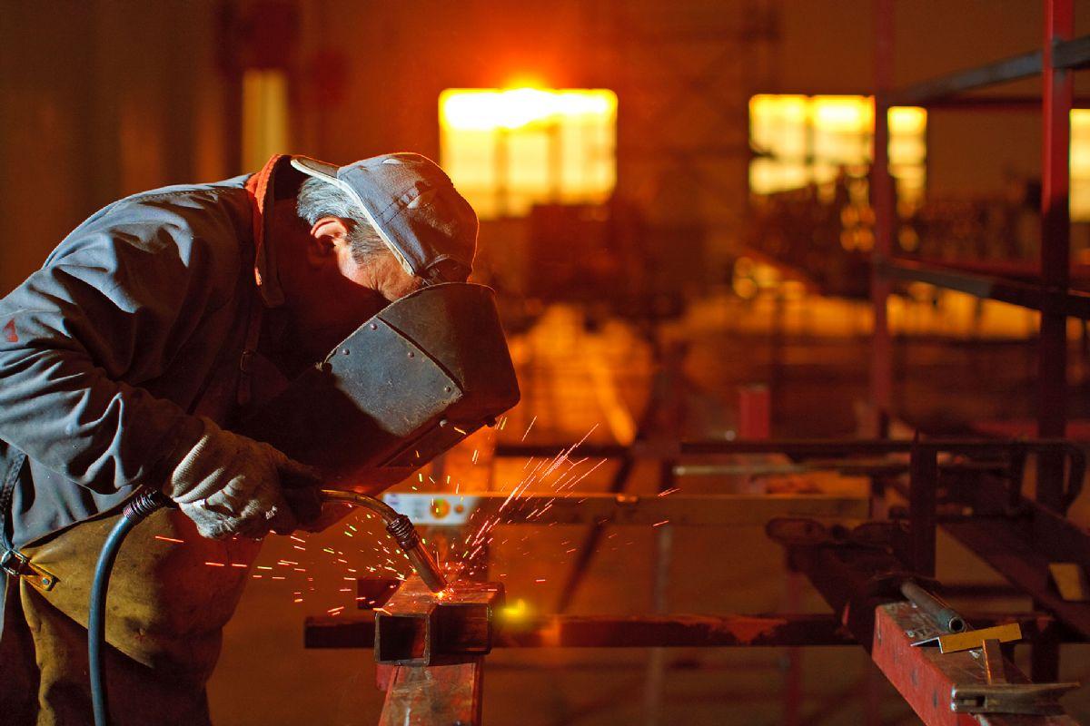 Pomoćni radnik u bravarskoj radionici (m/ž)