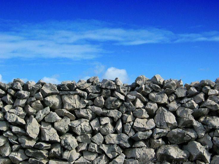 Trebam ponudu za oblaganje zidova suhozidom