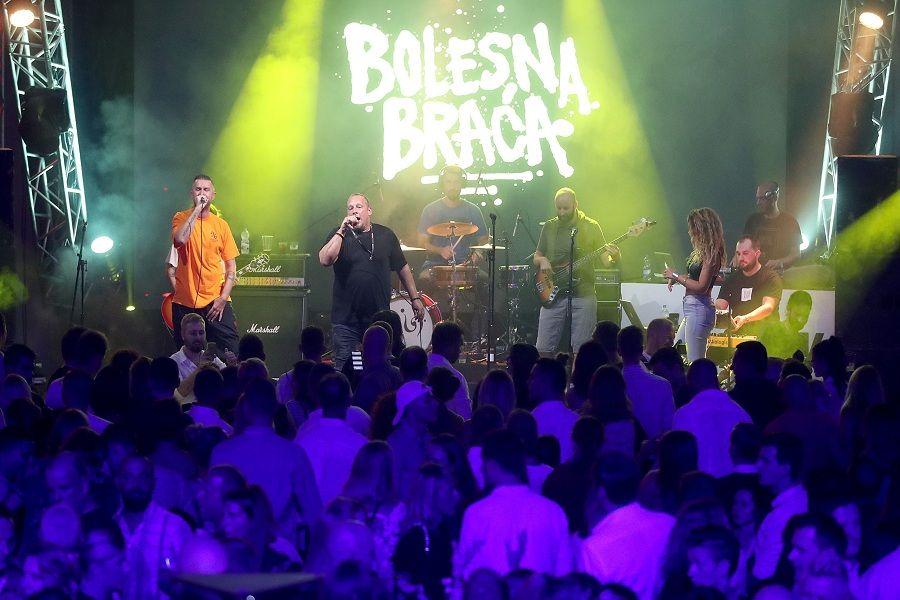 Bolesna braća sinoćnjim koncertom  zapalili  staru tvornicu duhana u Rovinju
